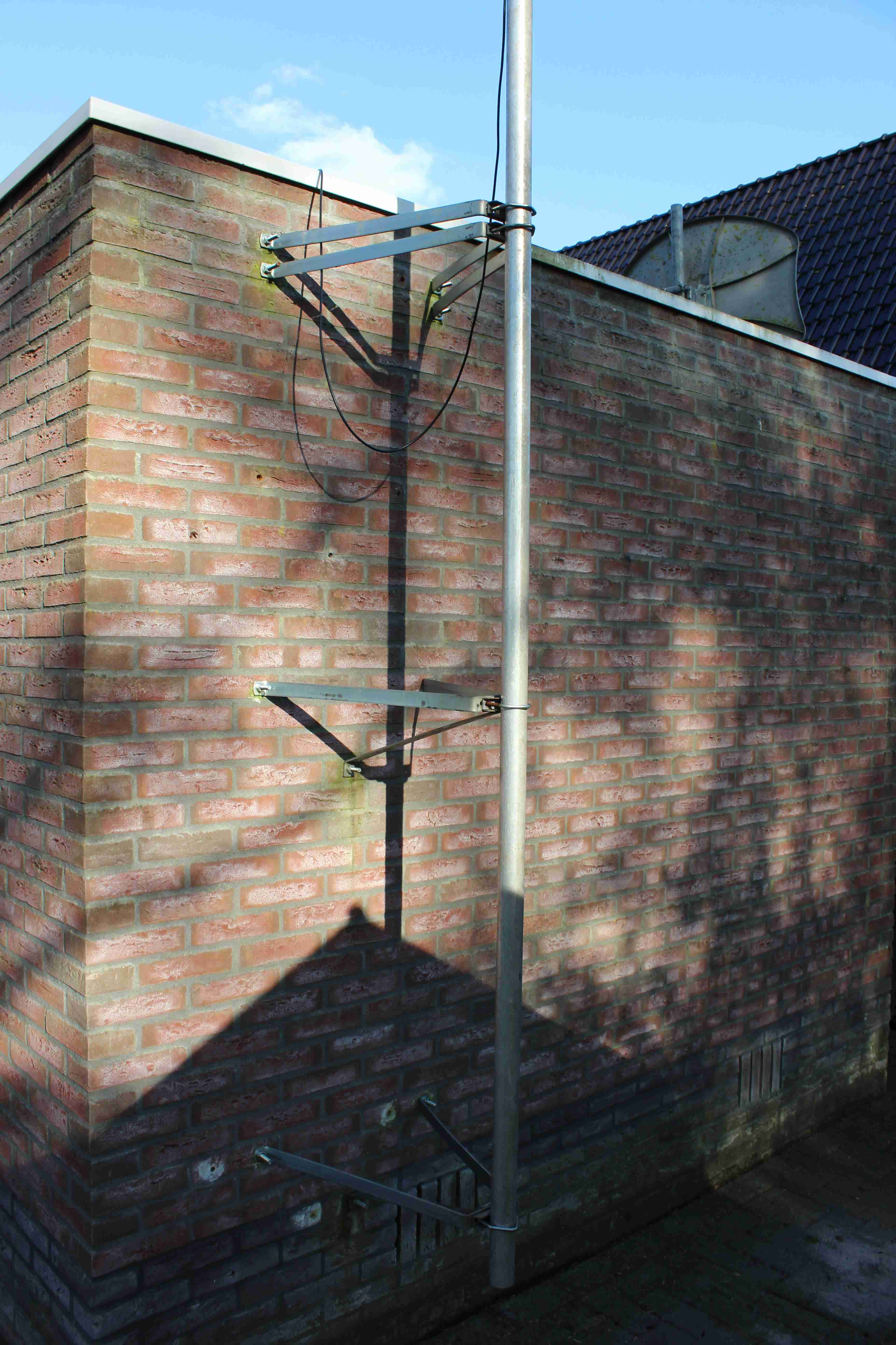 Antenna and        transformer